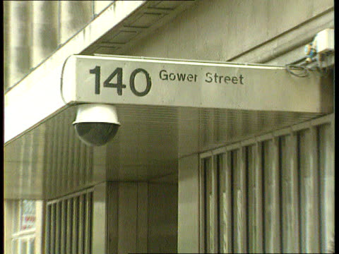 mi5 to lead fight gower st cms sign on building 140 gower st pull out alex thomson i/c sof - イギリス情報局保安部点の映像素材/bロール