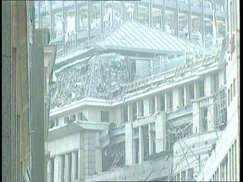 mi5 to lead fight nat london city gv buildings damaged in ira bomb blast tilt down c22019202 itn london gv mi5 hq - イギリス情報局保安部点の映像素材/bロール