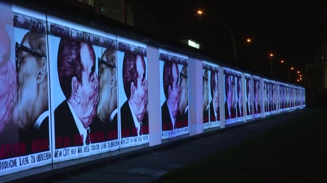 to mark the 30th anniversary of the fall of the berlinwall the city is illuminating and showing videos on several iconic cold war sites the east side... - guerra fredda video stock e b–roll
