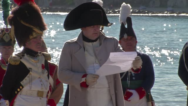 to mark the bicentenary of napoleons famous landing in golfe juan after his voyage from elba a two day historical re enactment of the 1815 landing is... - attore video stock e b–roll