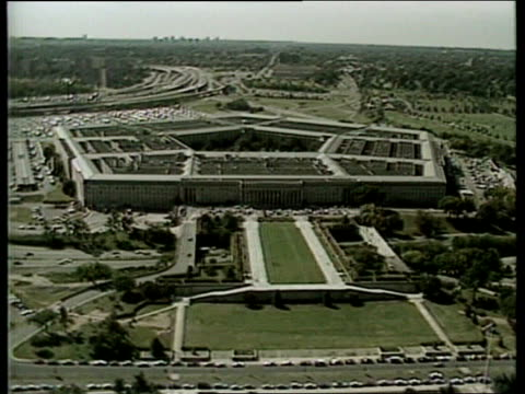 usa to pay compensation for british 'friendly fire' victims ext washington airv pentagon - pentagon stock-videos und b-roll-filmmaterial