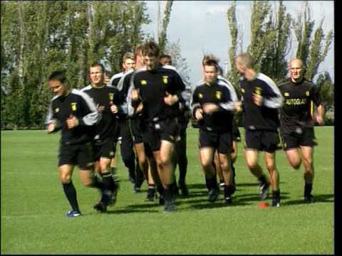 stockvideo's en b-roll-footage met bskyb to take stake in chelsea fc lib london chelsea players training - houten paal