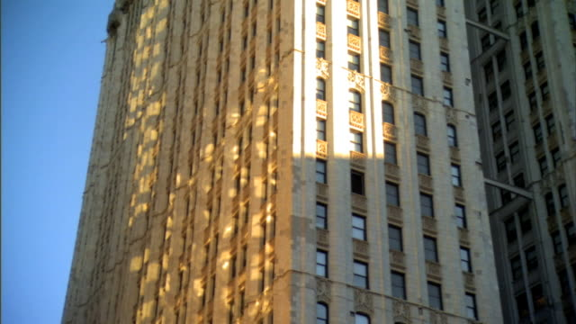 to top of woolworth building on park place in downtown manhattan. nyc - 非常階段点の映像素材/bロール