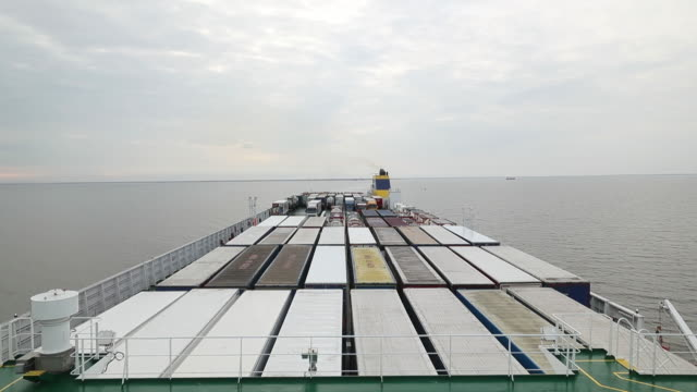 eu to uk cargo shipping aboard mega vessel delphine in zeebrugge belgium on wednesday july 18 2018 - 船の一部点の映像素材/bロール