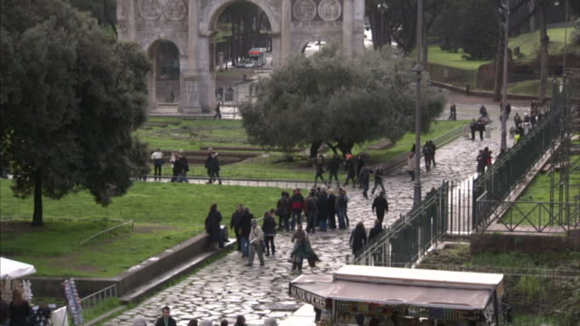 rome italy hd tu to ha xws the arch of constantine triumphal arch in rome off center unidentifiable people tourists walking on streets lower frame - arch of constantine stock videos and b-roll footage