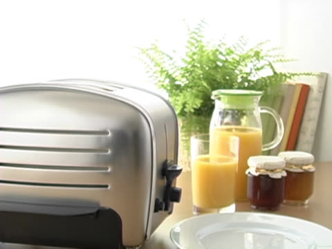 toast popping out of toaster - bricco video stock e b–roll