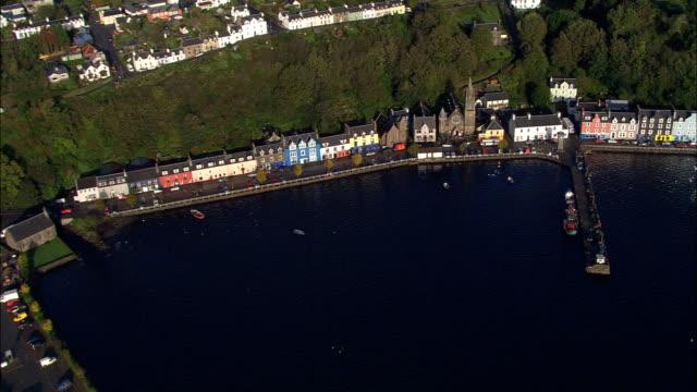 vídeos y material grabado en eventos de stock de tobermory-vista aérea de escocia, argyll y bute, reino unido - isla de mull