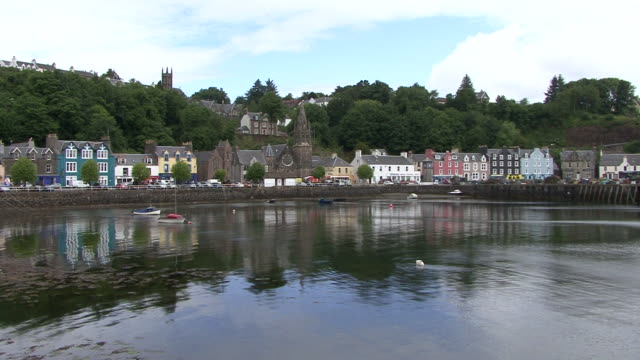 tobermory harbour - hebrides stock videos & royalty-free footage