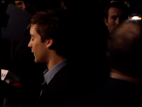 tobey maguire at the premiere of 'the cider house rules' at academy theater in beverly hills california on december 7 1999 - tobey maguire stock-videos und b-roll-filmmaterial