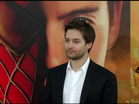 tobey maguire at the 'spiderman 2' los angeles premiere arrivals at the mann village theatre in westwood california on june 22 2004 - tobey maguire stock videos and b-roll footage