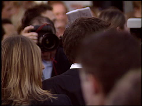 tobey maguire at the 'spiderman 2' premiere on june 22 2004 - tobey maguire stock-videos und b-roll-filmmaterial
