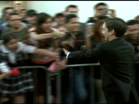 tobey maguire greeting fans at the 'spiderman 3' premiere at 2007 tribeca film festival at the astoria kaufman theater in new york new york on april... - tobey maguire stock videos and b-roll footage
