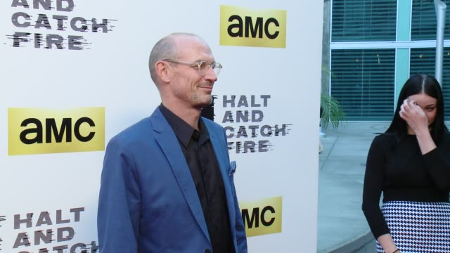 vídeos de stock, filmes e b-roll de toby huss at amc's halt and catch fire los angeles premiere at arclight cinemas on may 21 2014 in hollywood california - cinemas arclight hollywood