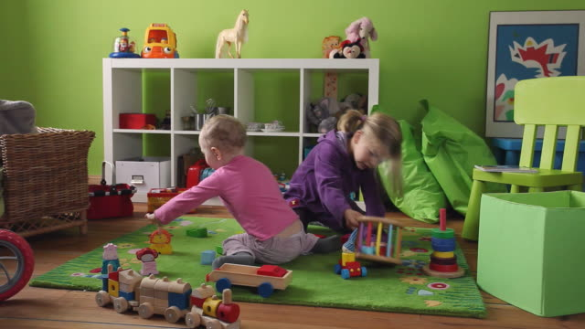 ws ds toddler (12-23 months) and girl (4-5) playing in room / potsdam, brandenburg, germany - 12 23 months stock videos & royalty-free footage