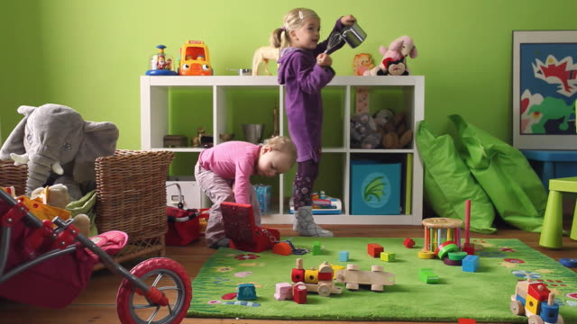 ws toddler (12-23 months) and girl (4-5) playing in room / potsdam, brandenburg, germany - 12 23 months stock videos & royalty-free footage