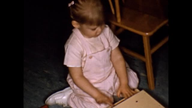 vidéos et rushes de 1956 toddler and mother playing - piano