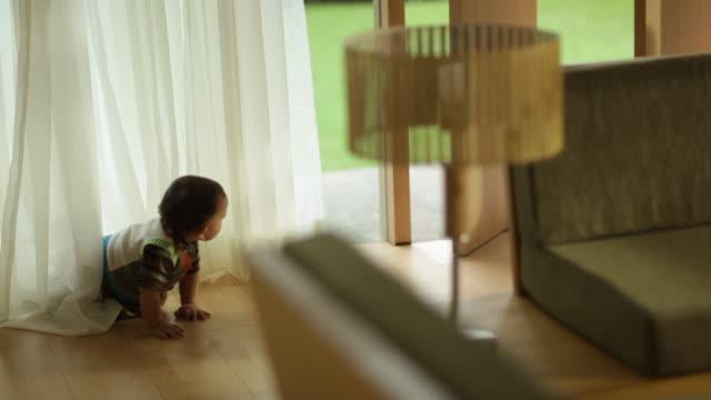 vídeos y material grabado en eventos de stock de toddler boy crawling on living room floor - sólo niños bebés
