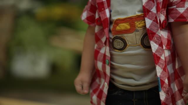vídeos y material grabado en eventos de stock de toddler boy playing in garden sand pit - sólo niños bebés