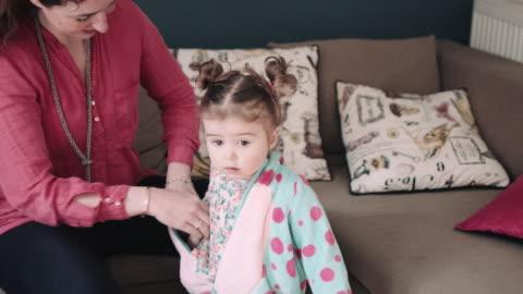 stockvideo's en b-roll-footage met toddler in fancy dress costume - babymeisjes