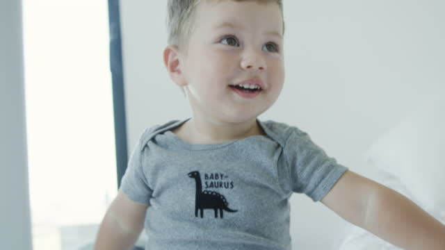 toddler playing in bedroom - baby boys stock videos & royalty-free footage