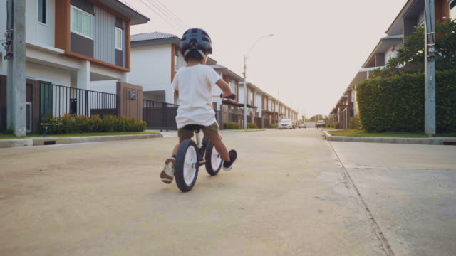 vídeos de stock e filmes b-roll de toddler riding balance bike. - bebés meninos