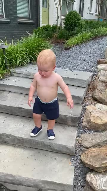 toddler walks down steps towards encouraging parents (audio) - toddler stock videos & royalty-free footage