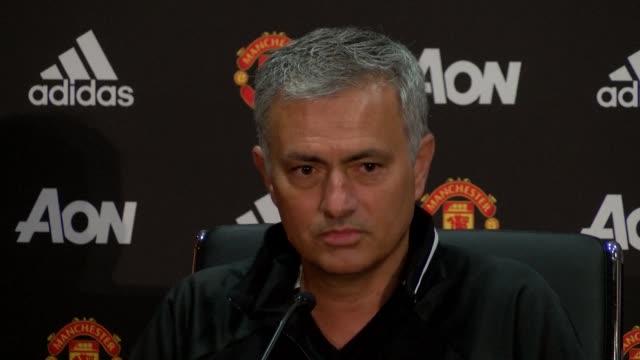 todo el mundo quiere entrenar al manchester united dijo este martes el portugues jose mourinho en su presentacion como tecnico del equipo de futbol... - entrenar stock videos and b-roll footage