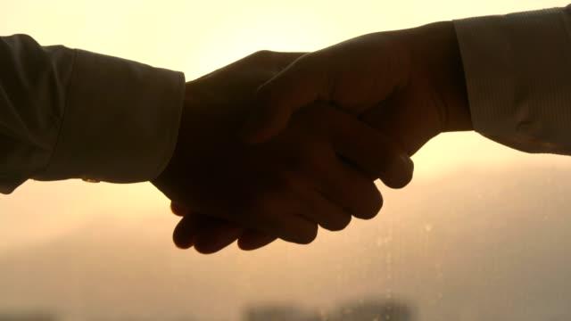 一緒に素晴らしいビジネスを行います - 信頼点の映像素材/bロール