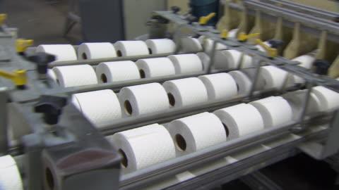 toalettpapper produktion - papper bildbanksvideor och videomaterial från bakom kulisserna