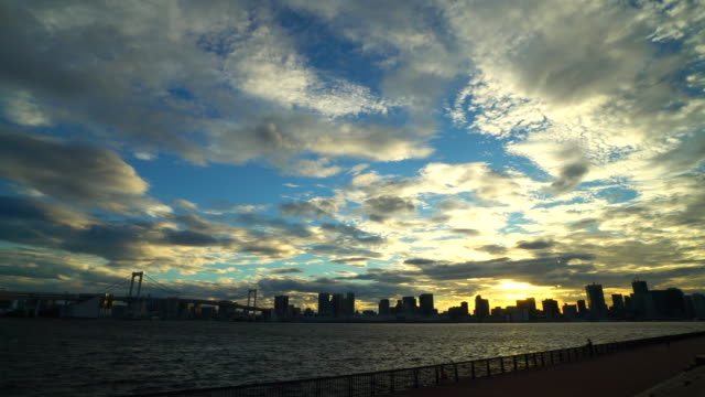 tokyo bay at dusk / rainbow bridge - plusphoto stock videos & royalty-free footage
