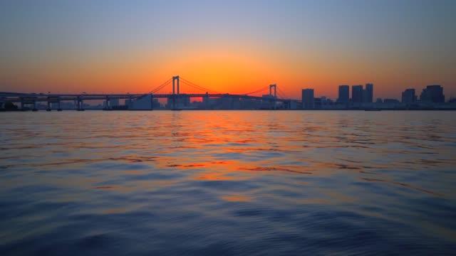 夕暮れ時、東京都の東京湾
