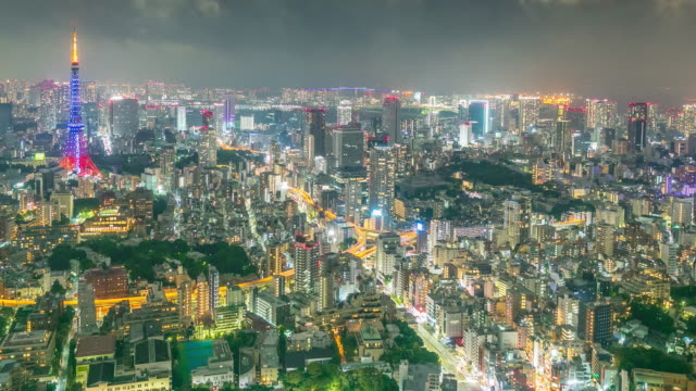 時間の経過でスーパー ズームで東京シティ ・ ナイト - ズームイン点の映像素材/bロール