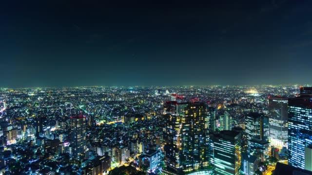 vídeos de stock e filmes b-roll de tokyo cityscape at night - time lapse - bairro de shinjuku