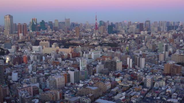 東京の街並みを超月