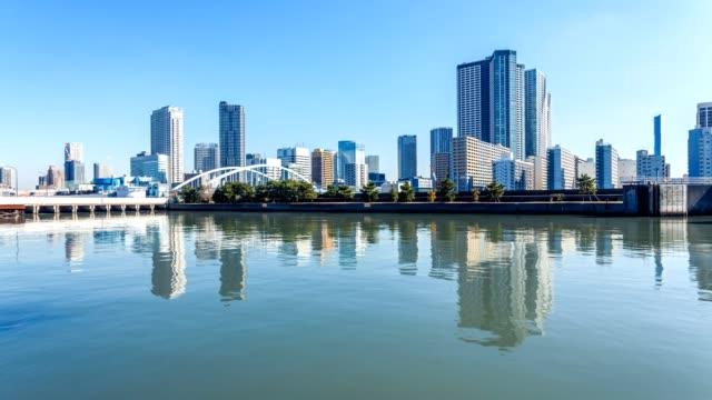 vídeos de stock e filmes b-roll de tokyo cityscape waterfront view 4k timelapse. - cidade inteligente