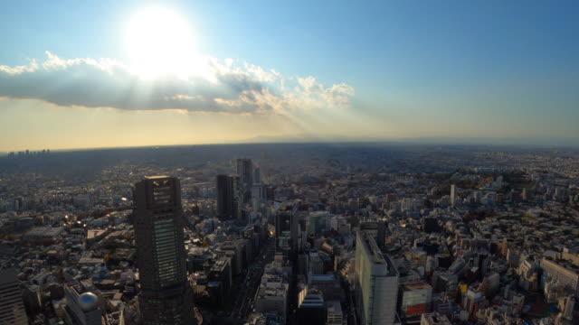 東京の街並み/ズームアウト - 反射点の映像素材/bロール