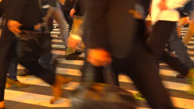 Tokyo pendelaars op kruising van Shinjuku in Tokio, Japan