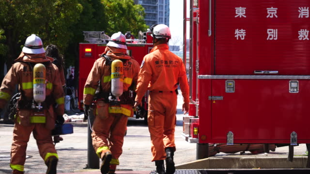 tokyo fire department fire rescue task forces(hyper rescue) which dispatched in harumi, chuo, tokyo, japan. - 消防車点の映像素材/bロール