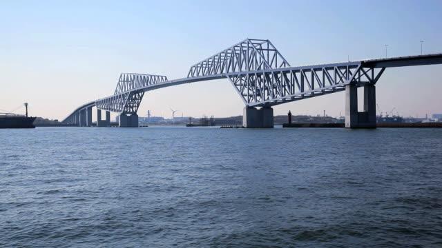 vídeos de stock, filmes e b-roll de tóquio gate bridge - plusphoto