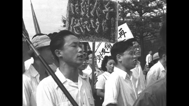 communists march in demonstration against japanese signing of peace treaty under discussion in san francisco police look on / montage demonstrators... - 1951 bildbanksvideor och videomaterial från bakom kulisserna