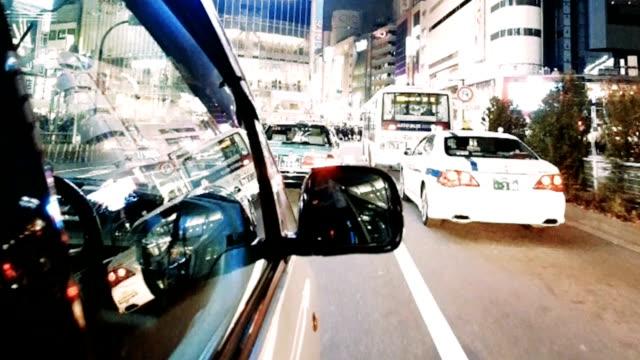 nacht verkehr in tokio, japan - verkehrs leuchtsignal stock-videos und b-roll-filmmaterial