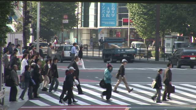 vídeos y material grabado en eventos de stock de tokyo, japancity life in tokyo japan - paso de cebra