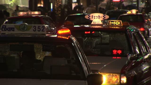 tokyo, japancity with taxis in tokyo japan - taxi bildbanksvideor och videomaterial från bakom kulisserna