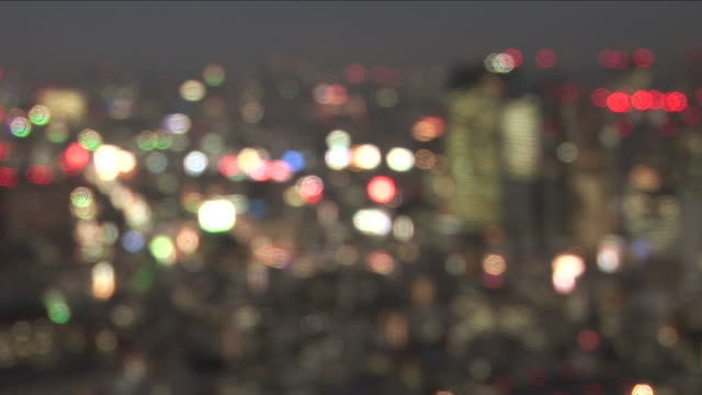 stockvideo's en b-roll-footage met tokyo, japanwide shot of city at night in tokyo japan - scherpte verlegging