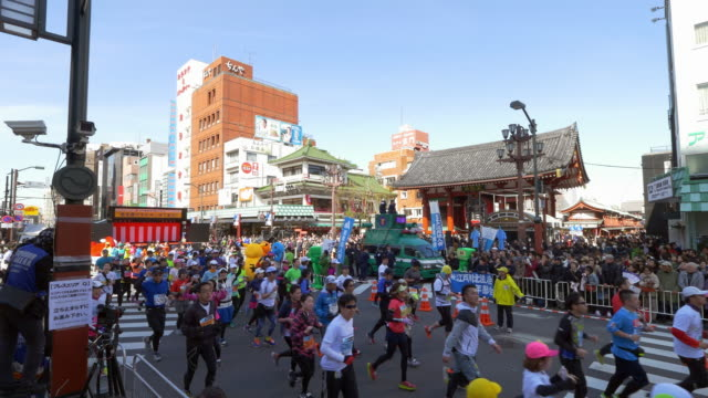 tokyo marathon at asakusa - marathon stock videos & royalty-free footage