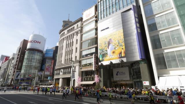 vídeos y material grabado en eventos de stock de tokyo marathon at ginza - maratón