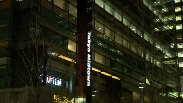 cu zo ms tokyo midtown at night, roppongi, tokyo, japan - tokyo midtown stock videos and b-roll footage