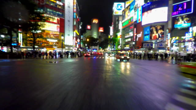 東京の夜のドライブイン渋谷-blur--4 k - 広告看板点の映像素材/bロール