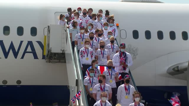 tokyo olympic games: team gb arriving at heathrow: plane stairs photocall; england: london: heathrow airport: ext open plane door on tarmac - some... - zoom out stock videos & royalty-free footage