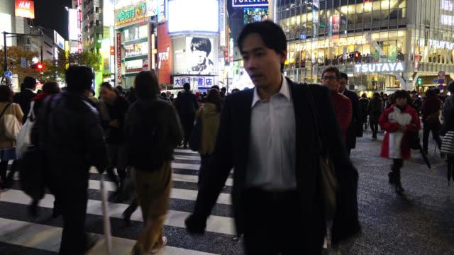 東京、渋谷の交差点で歩行者を横断します。 - 商業地域点の映像素材/bロール